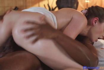 Сделала негру массаж и занялась с ним сексом