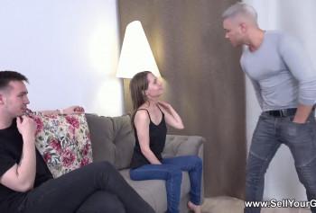 Русская девушка отработала сексом долг парня