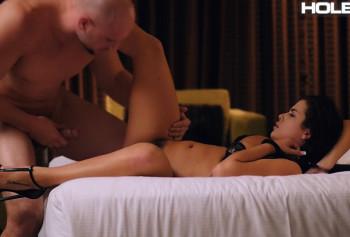 Казашка в сексуальном белье обожает анальный секс