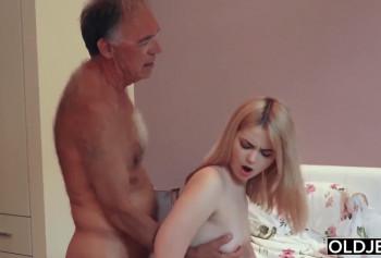 Пенсионер потратил всю пенсию на проститутку