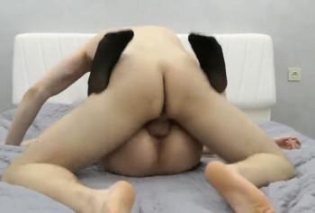 Русская девка страстно кончает от грубого секса