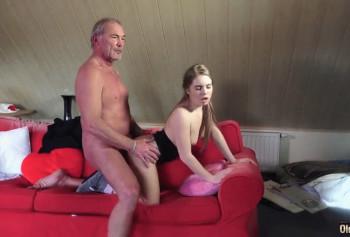 Юная девка захотела опытный старый член деда