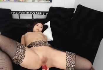 Анальная мастурбация в исполнении горячей азиатки