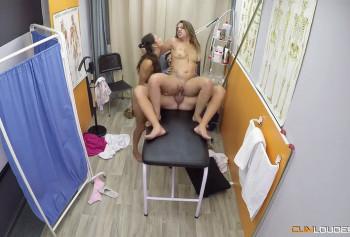 Дерзкий секс в троем во время сеанса массажа