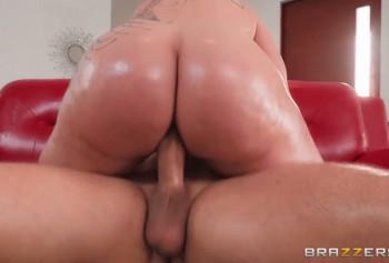 Стареющая порно актриса показывает свои умения