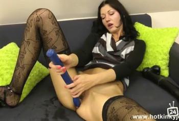 Анальная мастурбация с очень длиной игрушкой